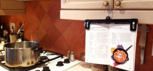 Image source - http://img.wonderhowto.com/img/96/21/63501116277570/0/keep-recipes-visible-but-clean-out-way-while-you-cook.1280x600.jpg